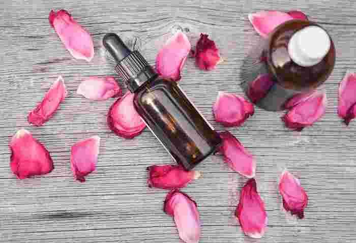年齢とともに肌のハリは減ってくるもの。ハリを出してふっくらとした肌に導くには、ビタミンAやビタミンEが配合された美容液がおすすめです。ビタミンAは肌にハリを与え、ビタミンEには抗酸化作用があります。