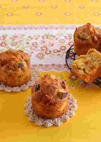 栗が少量しか残っていない時にもおすすめ。「さつまいも」「栗」「かぼちゃ」を少しずつ使った秋らしいマフィンのレシピです。ほくほくとした秋の味覚とメープルの風味で、秋を感じながらティータイムを♪