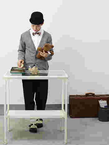 こちらはカシミヤニットカーディガン。トレンドのおじコーデ(おじさんっぽいファッション)にぴたりとはまります。