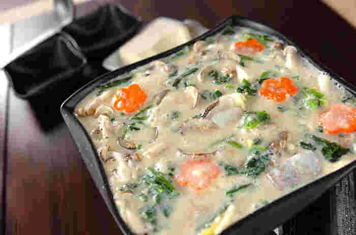 豆乳スープに溶け込んだアサリの旨みと、明太子のプチプチ食感が楽しい♪ 白菜キムチを入れても美味しくいただけます。 醤油バターを溶かしたシメのうどんは、メインのお鍋に勝るほど絶品です。