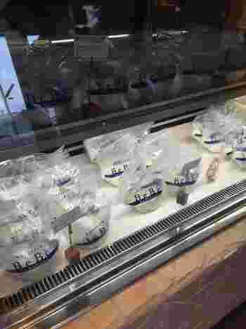 店頭ではお持ち帰り用に、ブッラータをはじめ、リコッタモッツアレラチーズなどを販売していますよ。  知る人ぞ知る手土産として人気が高い、べべのチーズ。この機会に購入してみてはいかがですか?