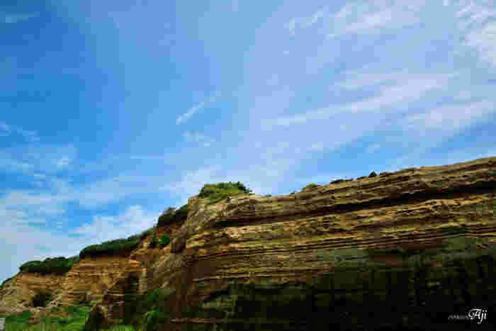 """銚子市から隣の旭市まで、約10kmも続く断崖「屏風ケ浦」。ドーバー海峡にある断崖「ホワイトクリフ」に似ていることから""""東洋のドーバー""""と呼ばれています。その美しさを間近で感じてみませんか?"""