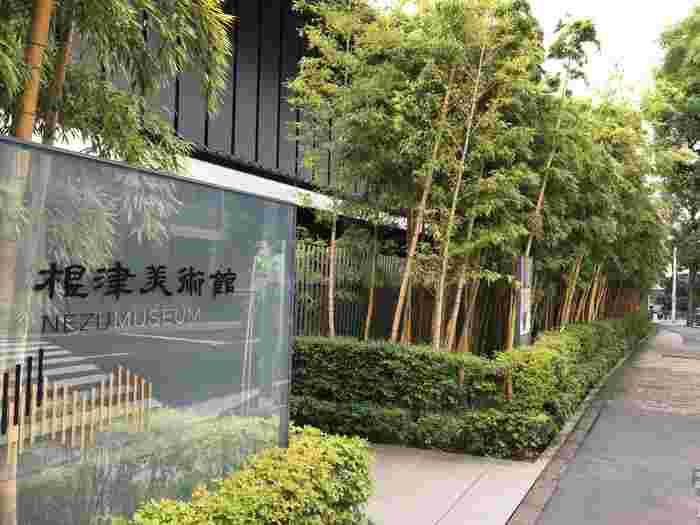 東武鉄道の社長などを務めた実業家で「鉄道王」とも呼ばれた初代 根津嘉一郎のコレクションを展示する「根津美術館」。絵画や書蹟、茶道具などの古美術品がそろっています。