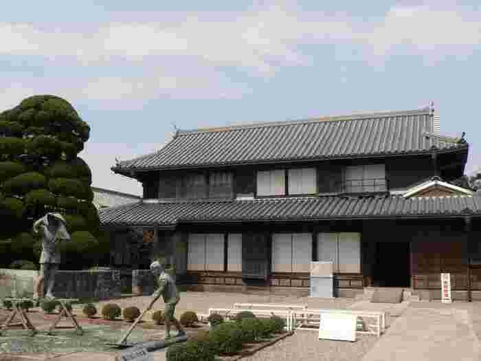 徳島県藍住町(あいずみちょう)にある「藍の館」は、藍に関する博物館。名だたる藍商人であった奥村氏の旧家屋敷が藍住町に寄附され、1996年に藍の館として開館しました。