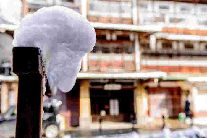 厳冬の銀山温泉・・・雪にあまり馴染みのない地域から行けば、そのすごさに驚くはず。