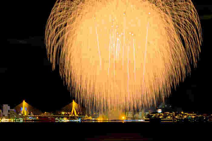 ねぶた期間は、毎年8月2日から7日まで。 最終日には、賞をとったねぶたたちの海上運行と花火を楽しむことができます!