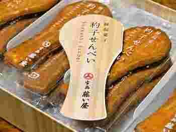 【広島】杓子せんべい  シンプルだけどインパクトのある杓子形のおせんべい。 「敵をメシ取る」という意味で勝利祈願の縁起菓子とされています。商売繁盛、家内安全の縁起物としても人気なんですよ。