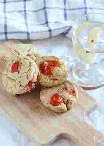 こちらはバジルとトマトが入ったお食事系スコーンです。酒かすを使うのがポイントで、チーズのような味わいになり、イタリアンな雰囲気も。米粉でもっちり仕上がります。