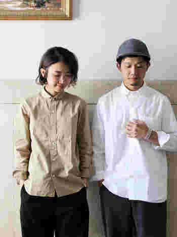 シンプルなシャツは、まさにおそろいコーデにぴったりなアイテム。ベージュと白で色を変えるのも可愛いですし、あえて同じ色のシャツで強めのおそろいコーデを楽しむのも素敵ですよね。