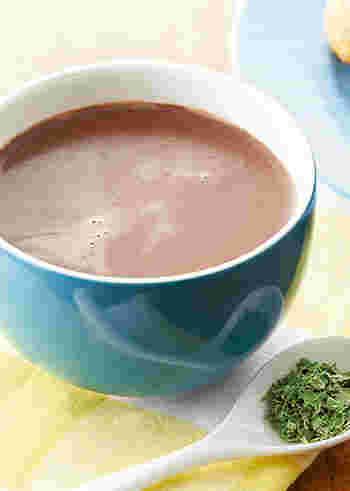 スペアミントを煮出したミルクで淹れるショコラオレなので、爽やかな香りが抜けて気分転換にもぴったりです。ミントは手軽なドライミントで大丈夫。しっかりしたコクが欲しい方はチョコレートの量を増やして下さいね。
