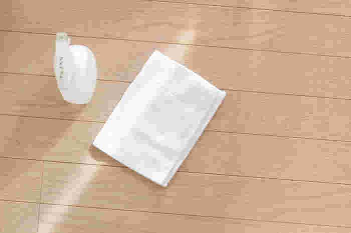 マイペットと、ダイソーのマイクロファイバーぞうきんがあればフローリング掃除は完璧ですね!