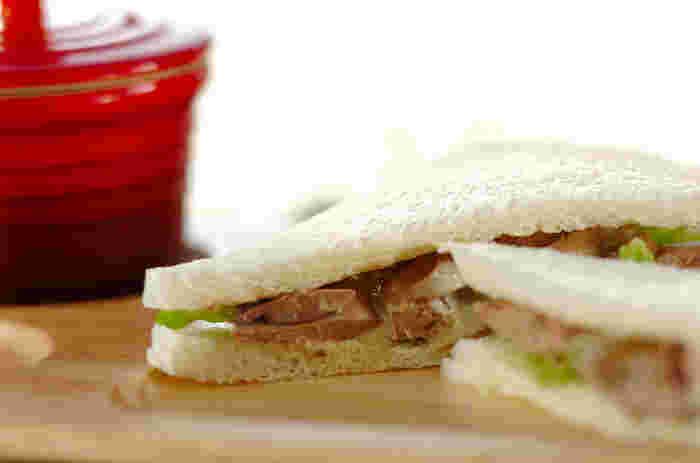 ワインのおつまみに合う、鶏レバーを使ったサンドイッチです。しっかり火を通すので常備しておくと便利です。挟んでも、パテ風にフランスパンに乗せてもGOOD!