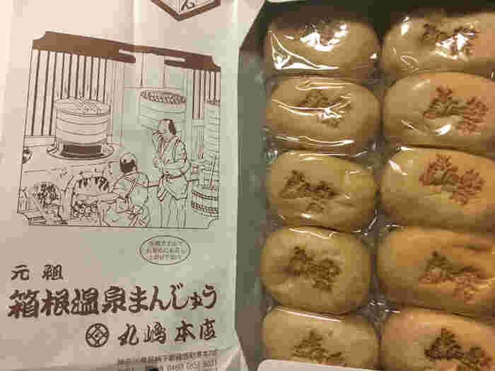 『元祖箱根温泉まんじゅう』は、正統派の温泉饅頭。毎日職人が作る饅頭は、誰もが満足する素朴な味わい。店内に工房があり、いつでも出来たて蒸したてが店頭に並んでいます。