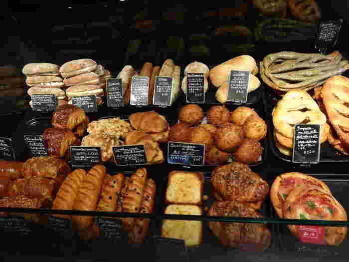 焼きたてのパンの香りをかぐと幸せな気持ちになりますよね〜。 今日食べたいのは、総菜系?甘い系?シンプル系?