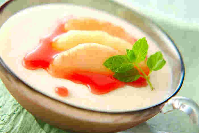 旬の甘い桃を使って作るふるふるの食感のムース。 白ワインの香りがちょっぴり大人のデザートです。
