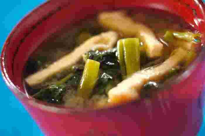 そしてもちろん和風スープ、味噌汁とも相性抜群。シャキっとした歯ごたえと油揚げの甘味が美味しい。