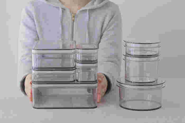 ガラス質に近いクリアな素材は「ポリカーボネート」といい、プラスチックよりも透明度が高く傷つきにくく、さらに衝撃にも強い素材となっています。フタの部分にはシリコンゴムがパッキンとして使用されているので、保存容器としての密閉性も抜群です。