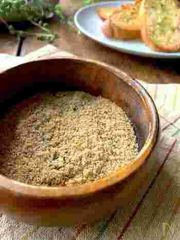 フレンチフライをはじめ、さまざまな料理に使えるコンソメパンチ風の自家製シーズニング。簡単なストック食材でできますので、常備しませんか?