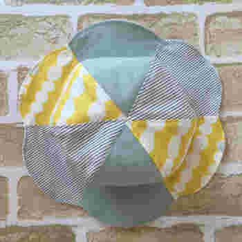 チューリップハットは、紫外線が気になる季節に活躍してくれるアイテム。色んな布の組合せで、コーディネイトのアクセントにもなります。