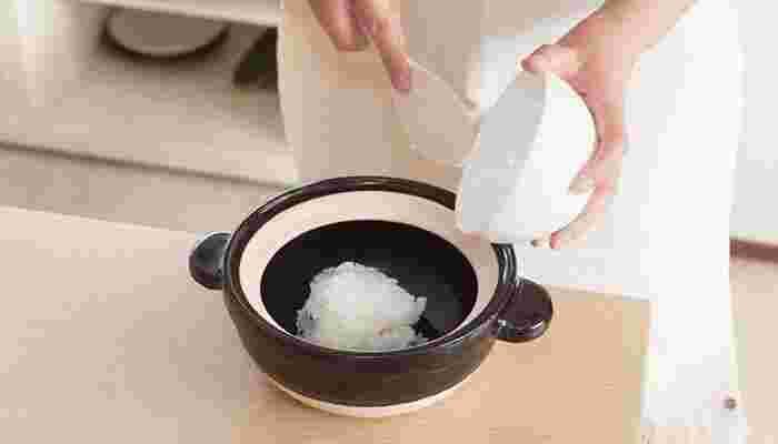普通の白ご飯もいいけれど、時間があるときはあえてじっくりとお粥をつくってみては?消化がいいため、毎日働いている胃袋もホッと一息。体もじんわりと温まります。