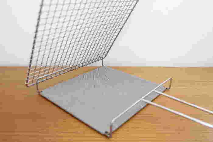 「焼網」と「焼網受」が、こんな風に開閉式になっているのでお手入れが簡単です。