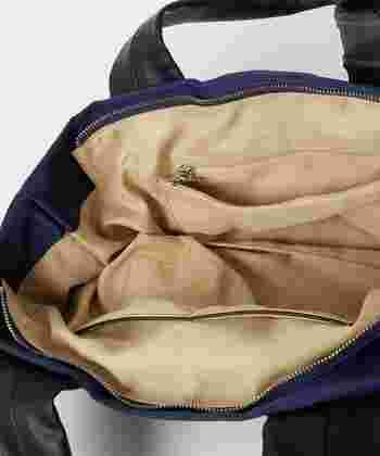 内部はポケット付きで、収納力も十分。持ち手部分もしっかりと長さがあるので肩掛けが可能です。
