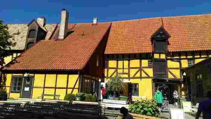 スウェーデンをはじめとする、北欧のデザインアイテムを収集・展示しているスポットです。  建物自体は19世紀中期頃の穀物倉庫を利用しているものだそうです。 黄色い壁がとてもかわいらしいですね。