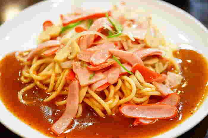 1960年代、名古屋で生まれたあんかけスパ。のちに「スパゲティハウス ヨコイ」を立ち上げた山岡氏が考案したことに始まります。人気は、定番の「ミラカン」や、赤ウインナーやハムなどを使った「ミラネーズ」。創業時から続く伝統の味です。