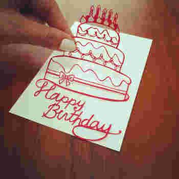 切り絵の文字とイラストを繋げてバースデーカードにしてみませんか?お祝いの気持ちがより伝わりそうです。