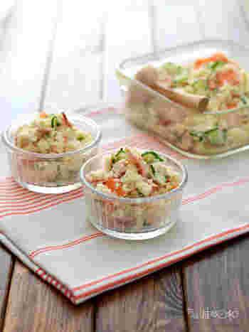 マヨネーズは使わず、ベーコンのオイルを使うことでしっとりさっぱりしたおからサラダに。豚の生姜焼きにも合いそうです。食物繊維もたっぷりで女性にもうれしい食材ですね。