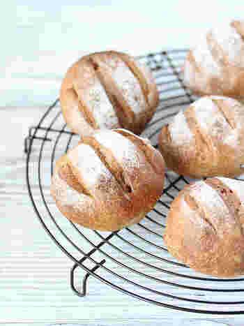くるみとレーズン入りのパンは、素材にこだわって。強力粉は「はるゆたか100%」全粒粉は「春よ恋」を使用して、本格的なおうちパンにチャレンジ♪