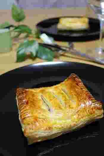 おもてなしにもピッタリなオシャレメニュー!アンチョビの塩味と長ねぎの甘さをパイでしっかり包んだ極上の一品はお酒にもよく合います♡