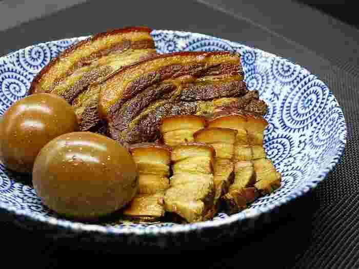 圧力鍋の魅力は、何と言っても調理時間が短かくて済むことです。 通常ならコトコト30分以上は煮ないといけない料理でも、大幅に時間が節約でき、しかも硬いお肉でもホロホロに。