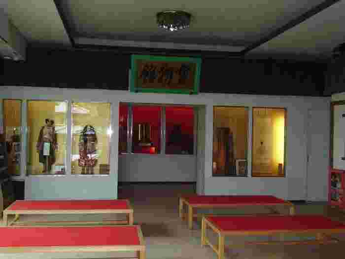 「宝物館」。敦盛が愛用した「青葉の笛」など源平ゆかりの品や資料が展示されています。