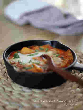 ちょっと珍しいイスラエルのお料理シャクシュカもおうちで手軽に作れます。トマトや卵を使った、時間がない朝にぴったりなヘルシーな一品。