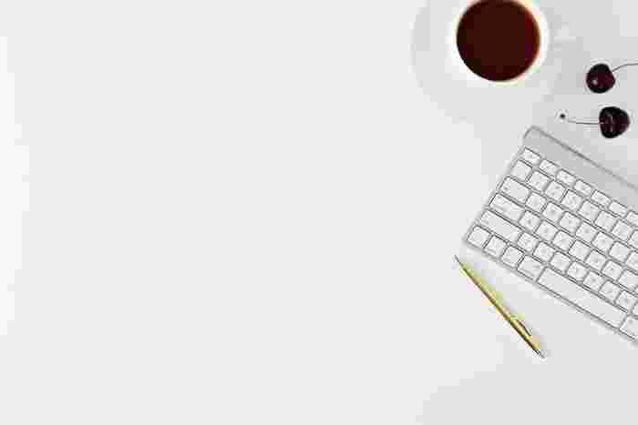 デスクワークで一日パソコンとにらめっこしていると、夕方には目がしょぼしょぼして目薬が欠かせない!なんて人も多いんじゃないでしょうか?
