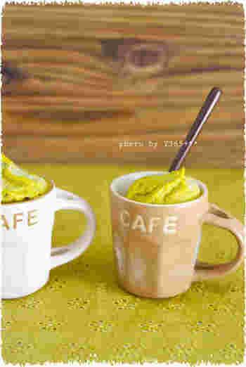 ブレンダーで簡単にできるジェラートは、冷凍かぼちゃで作る手軽さが魅力。砂糖不使用なので、食後にも安心して頂けますね。メープルシロップの優しい甘さを楽しみましょう。