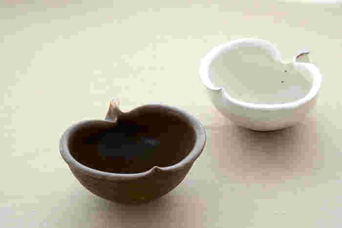 こちらはリンゴをモチーフにしたユニークなデザインと、コロンとした丸みのあるフォルムが魅力的な古谷 浩一(ふるたに ひろかず)さんの「りんご鉢」です。粉引の白が美しい「鉄散」と深みのある茶がおしゃれな「錆釉」は、同じデザインでも趣が異なり、それぞれ違った雰囲気を楽しむことができます。