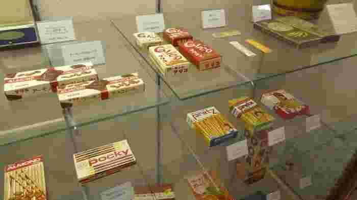江崎グリコの本社にある「江崎記念館」。グリコのお菓子の歴史を見ることができます。入場無料なのにお土産としてグリコをもらえるお得感のあるミュージアムです。平日などは、予約が必要とされている日が多いので行く際にはご注意を。