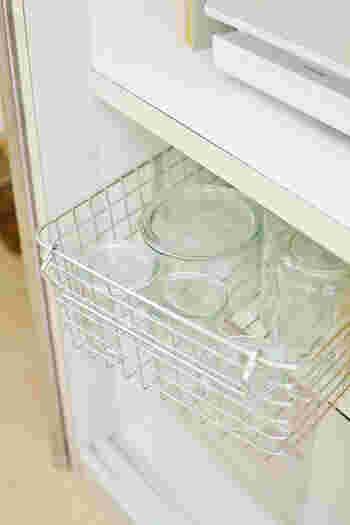 「ステンレスワイヤーバスケット3」は、保存瓶などの収納に便利。通気性がいいので衛生的ですね。