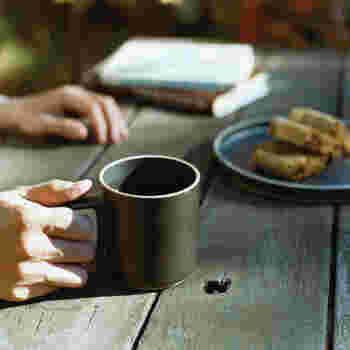 どこか、ほっとするような雰囲気がありますよね。使うだけで心が落ち着き、ゆったりとした時間を過ごせそうです。 ほっと一息、コーヒーや紅茶、ココアなどを飲んだり、あったかいスープを入れるのもいいですね。 同シリーズでプレートなどもあるので、揃えるのもいいかも◎