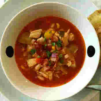 やっぱり、白いんげんはトマトスープが一番!の人も多いはず。バゲットと一緒なら、それだけでお腹満足なスープランチに。