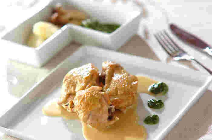スプーンでほぐれるくらい鶏肉が柔らかくて、見た目にも美しいおもてなしに喜ばれるレシピです。白ワインやスパークリングにピッタリの一品です。