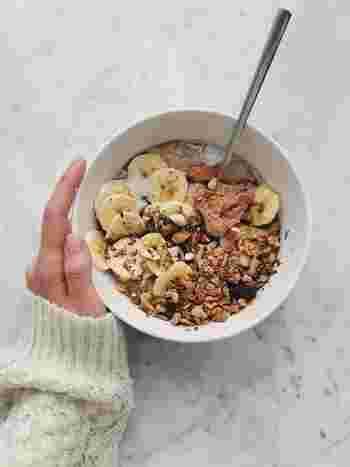 大豆タンパク質は吸収速度が比較的ゆっくりなので、満腹感を得られる効果もあります。ダイエット中に活用すれば、食べすぎ防止にもなりますよ*