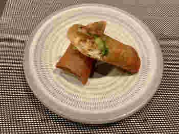 和食材を使った中華が評判で、定番の春巻きもひと味違った味わい。ある日の春巻きは「白エビと九条葱の春巻き」。九条葱に甘さとやわらかな食感、香ばしい白エビが上品なひと品です。おしゃれな中華ディナーを食べたい日は、ぜひ足を運んでみてはいかがでしょうか?