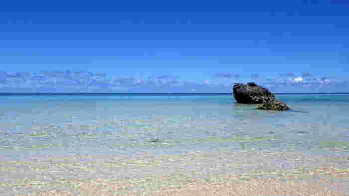 透き通る遠浅の海が広がる新城海岸は、宮古島東南部に位置しており、吉野海岸と同じくシュノーケルスポットとして人気があるビーチです。