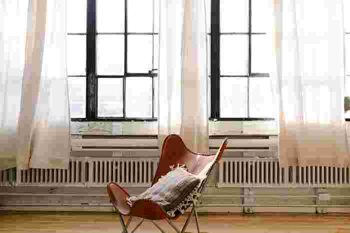 シンプルなお部屋にマンネリを感じたら、お部屋の模様替えで少しだけ冒険してみませんか?