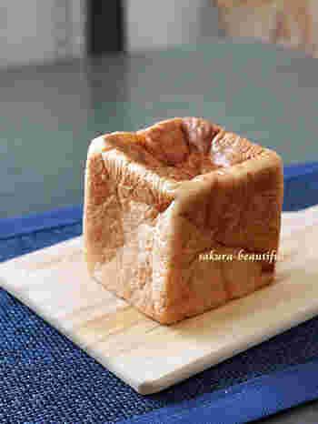 こちらは一番人気の食パン「ムー」。バターの芳醇な香りと、ふんわりとした食感が美味な一品です。味はもちろんのこと、小さなキューブ型のフォルムも可愛らしいので女性に大人気です。