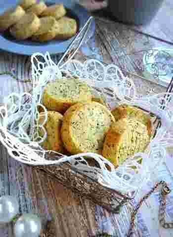 紅茶の香りがティータイムにさわやかな空気をもたらしてくれる、口溶けの良いクッキー。簡単に作れるうえに、紅茶の葉はティーバッグでもOK!好きな味を好みで選んで作れるので、あれこれ試して好みのクッキーに仕上げる楽しみもあります。