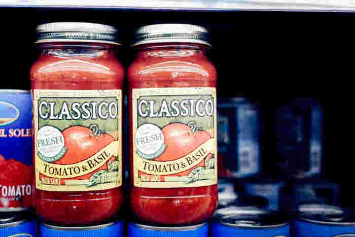 トマトソースの日持ちは、塩分量や水分の量によって異なりますが、おおよそ冷蔵庫で5日~1週間、冷凍保存で1ヶ月程度が目安です。
